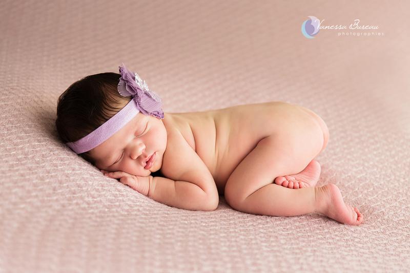 Nouveau-né fleur violette, photographe Dijon