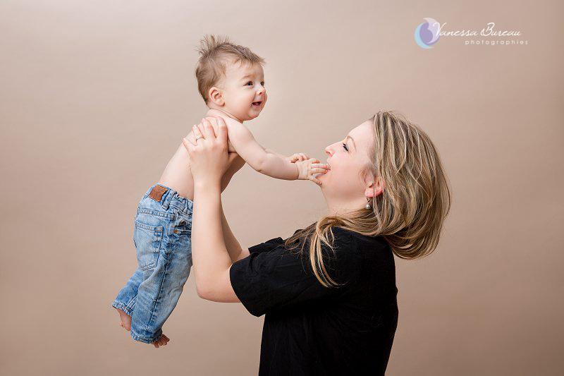 Bébé de 7 mois photographié en studio à Dijon - avec sa maman