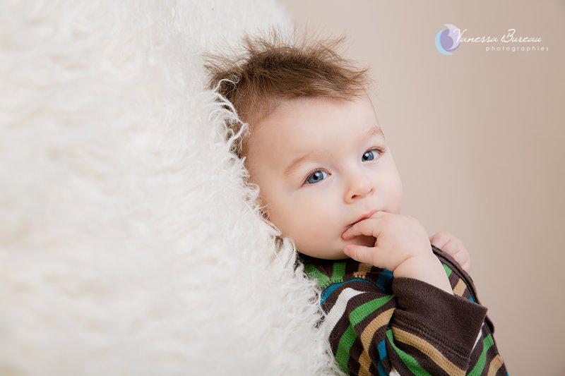 Bébé de 7 mois photographié en studio à Dijon