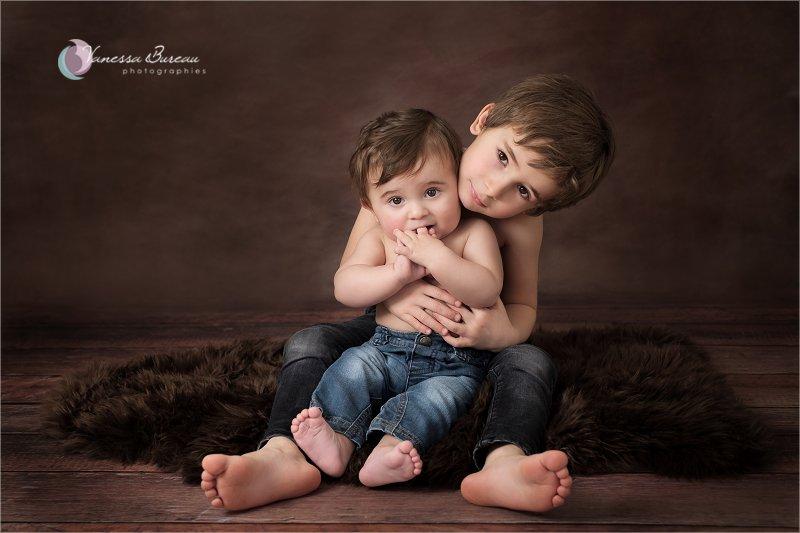 Portrait Bébé 9 mois avec son grand frère