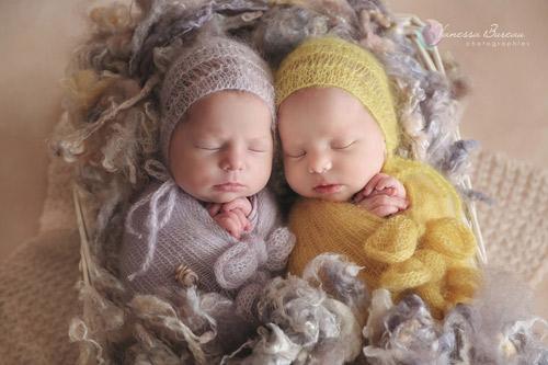 Le beau - jumelles nouveau-né