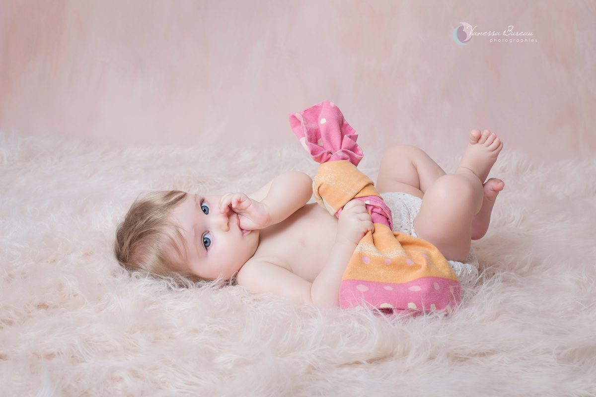 bebe-fille-rose-tapis-photographe-Dijon