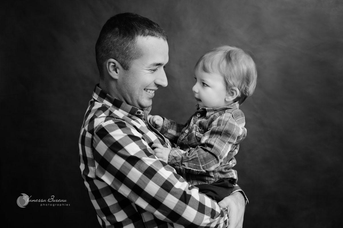 bebe-garcon-bras-papa-photographe-Dijon