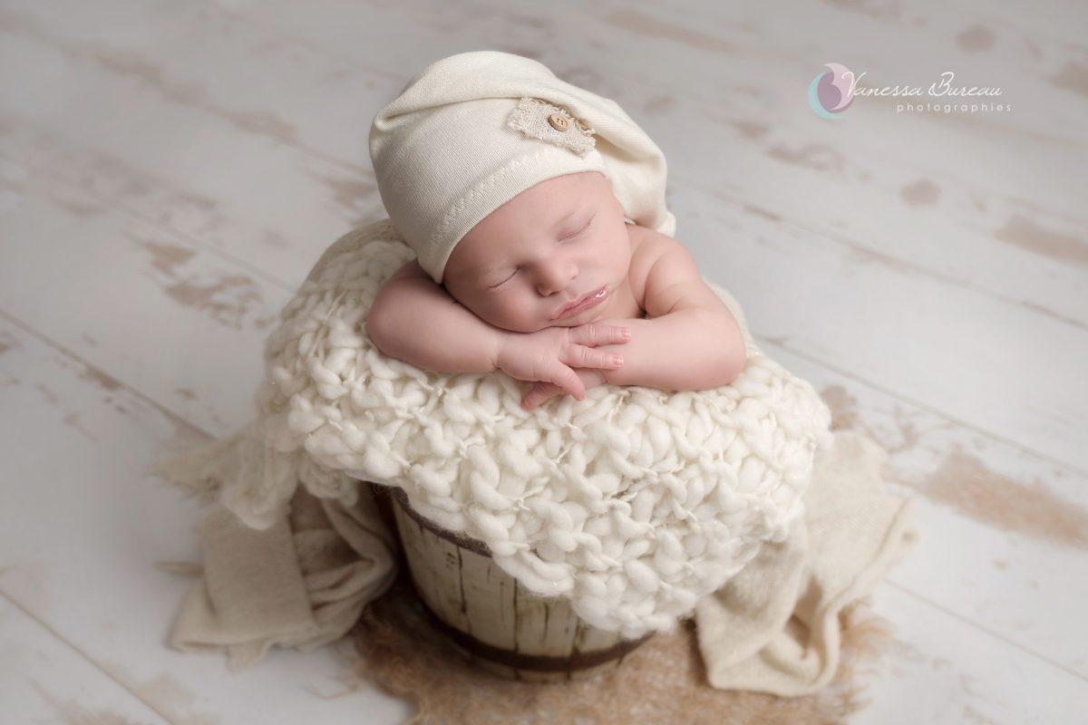 bebe-nouveau-ne-seau-beige-photographe-dijon
