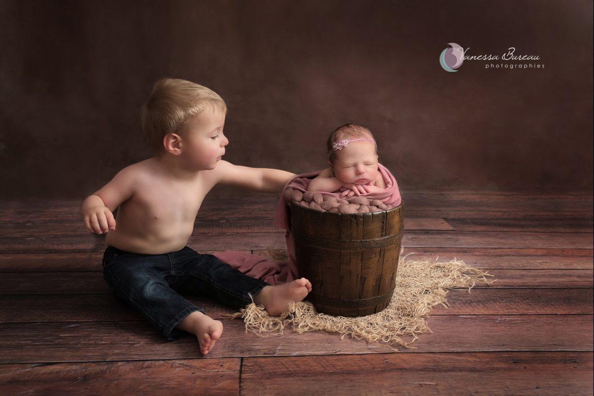 grand-frere-bebe-nouveau-ne-seau-bois-dijon-photographe