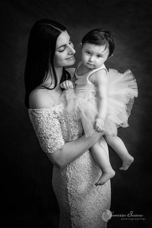 Maman avec robe dentelle et bébé avec tutu