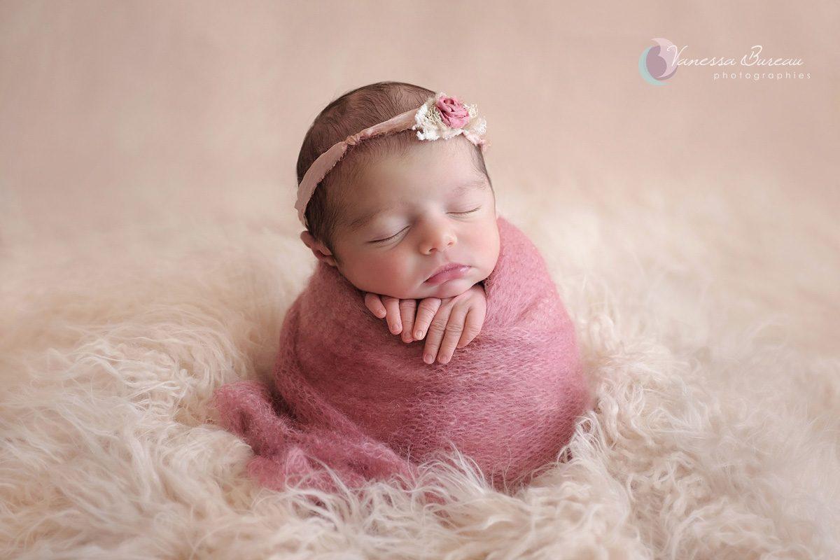 Nouveau- fille dans cocon rose