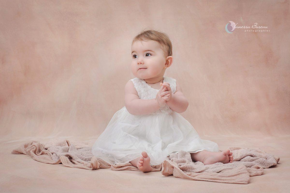 petite-fille-bebe-robe-seance-photo-Dijon