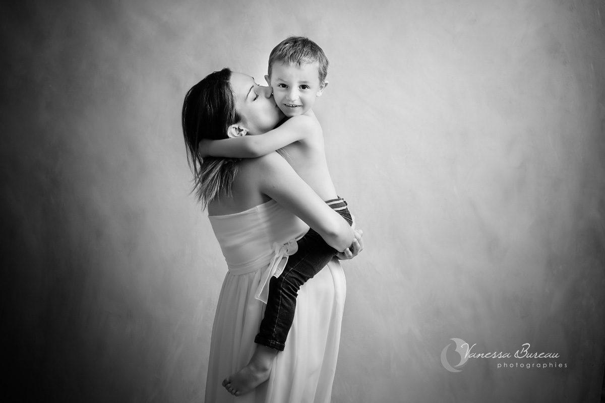 photographe-grossesse-complicite-mere-enfant