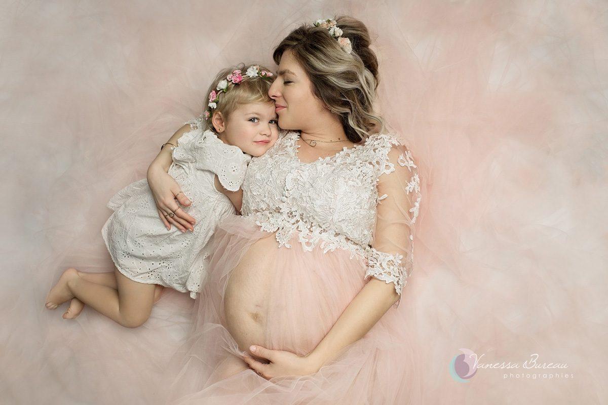 Photographie poétique : enfant et maman enceinte