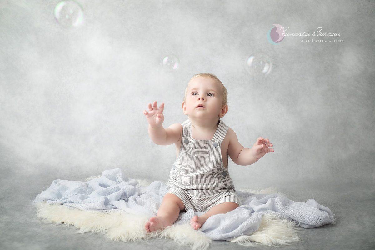 Séance photo bébé et bulles à Dijon